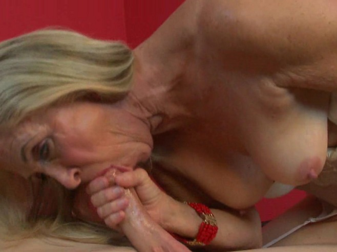 Hot milf gets her pussy sprayed with cum