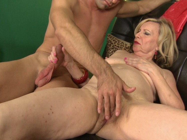 Granny xxx rated porno