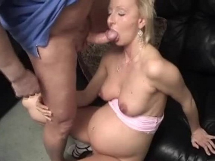 sexy hot pregnant moms naked